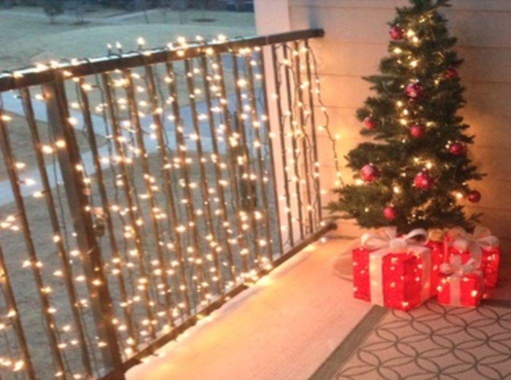 Stunning Winter Balcony Decorating Ideas 38