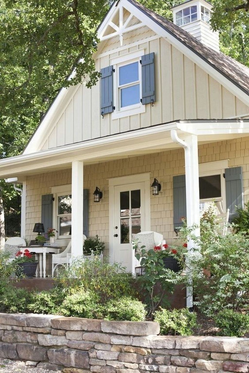 Beautiful Farmhouse Exterior Paint Colors Ideas 09