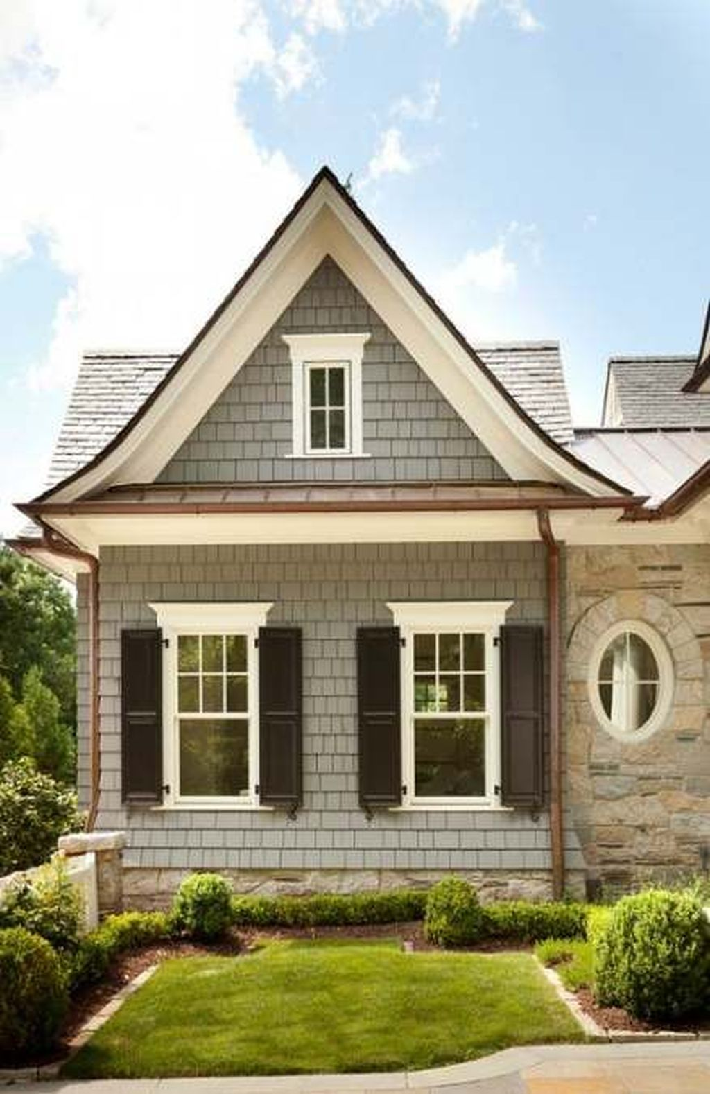 Beautiful Farmhouse Exterior Paint Colors Ideas 18