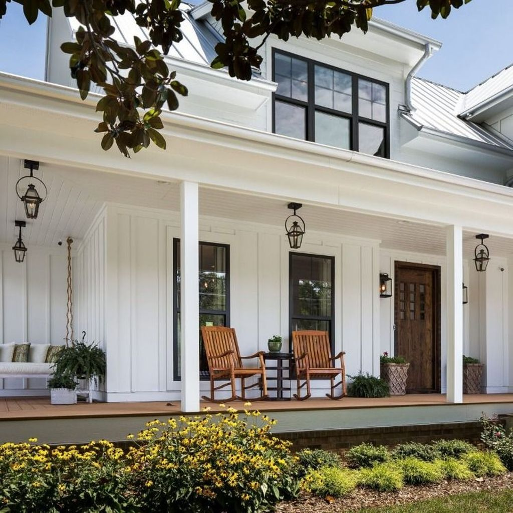 Beautiful Farmhouse Exterior Paint Colors Ideas 22