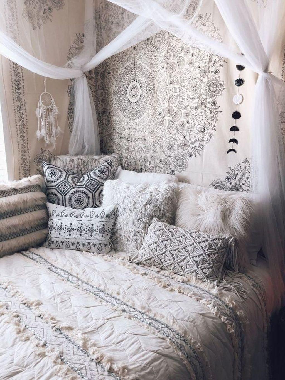 Lovely Boho Chic Bedroom Decor Idea 21