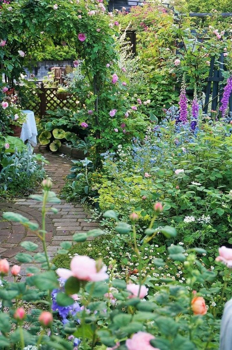 Lovely Flower Garden Design Ideas To Beautify Your Outdoor 12
