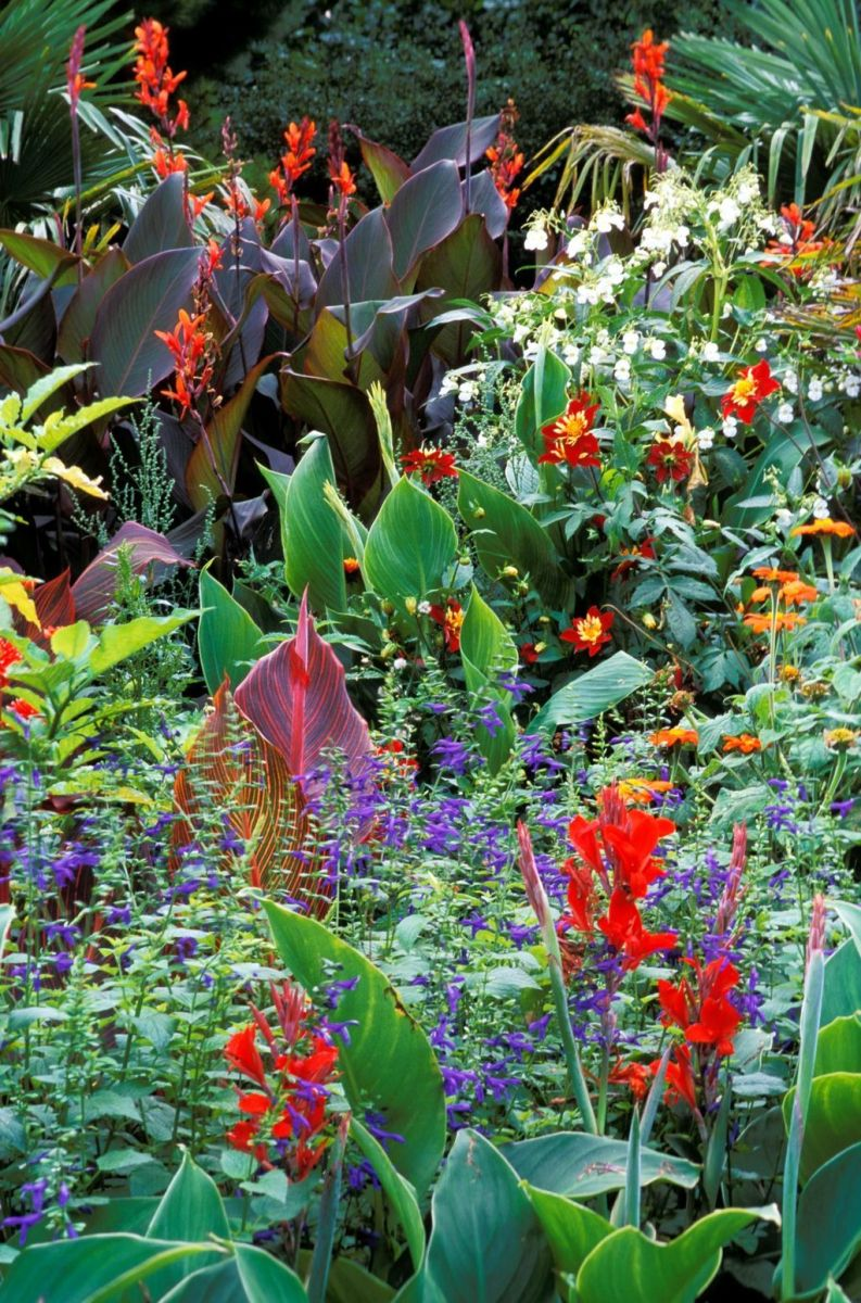 Lovely Flower Garden Design Ideas To Beautify Your Outdoor 26