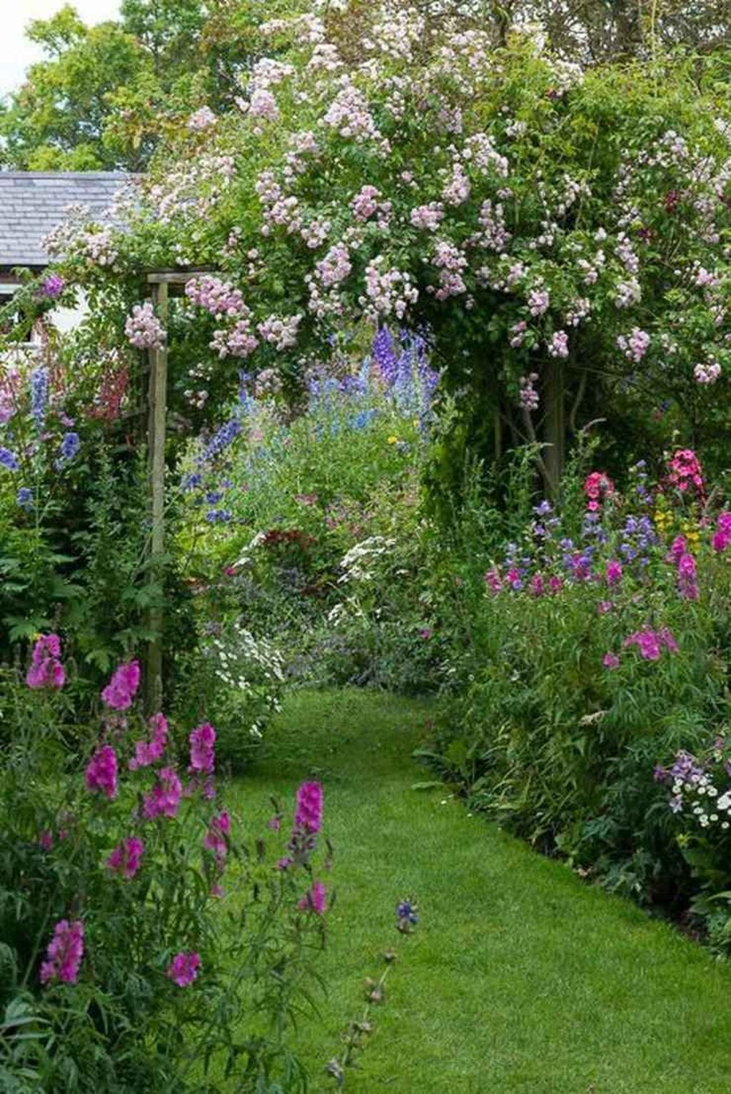 Lovely Flower Garden Design Ideas To Beautify Your Outdoor 28