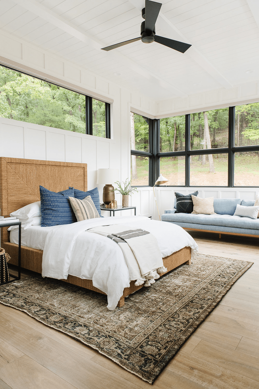 The Best Lake House Bedroom Design And Decor Ideas 10