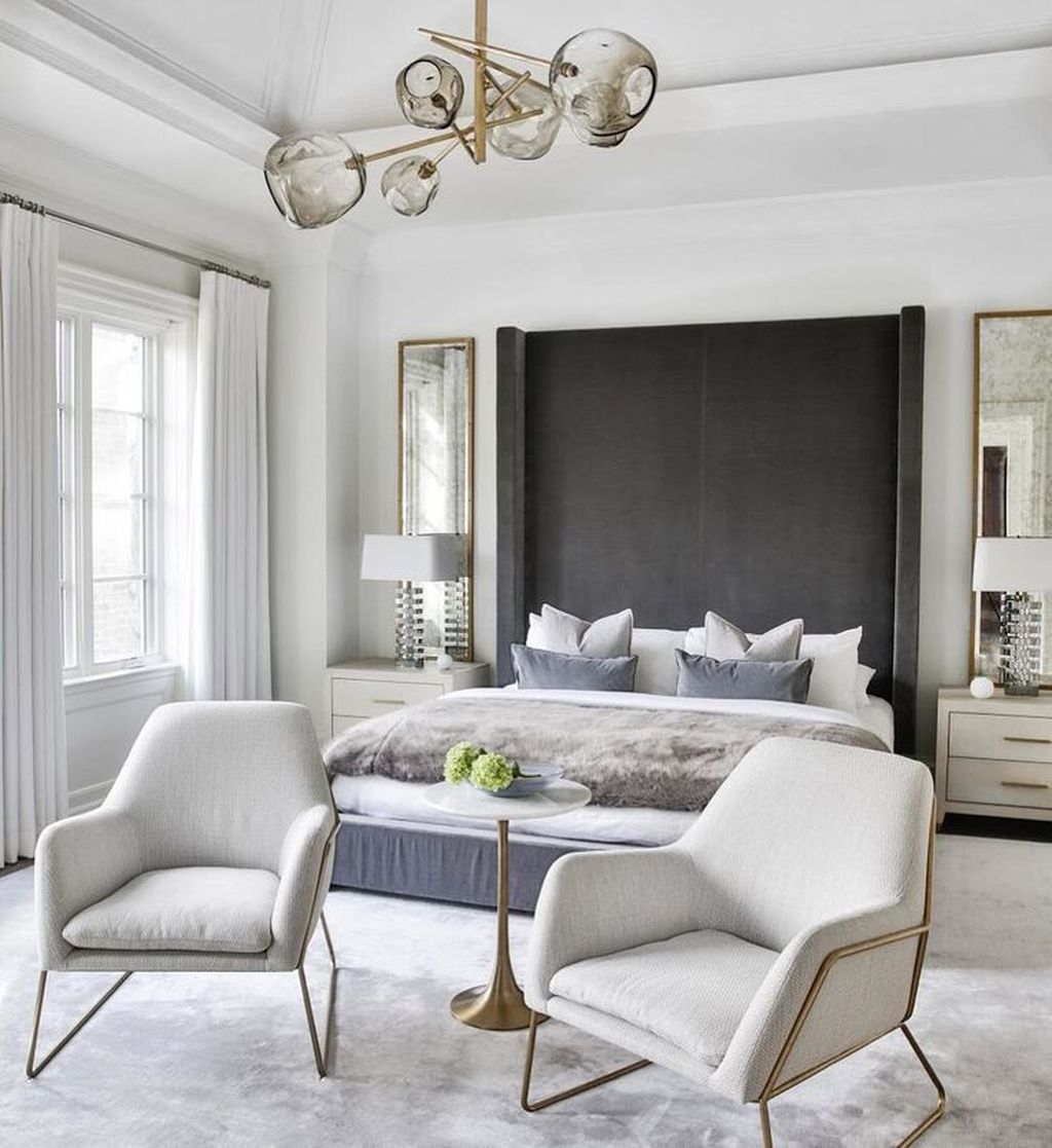 The Best White Master Bedroom Design And Decoration Ideas 04