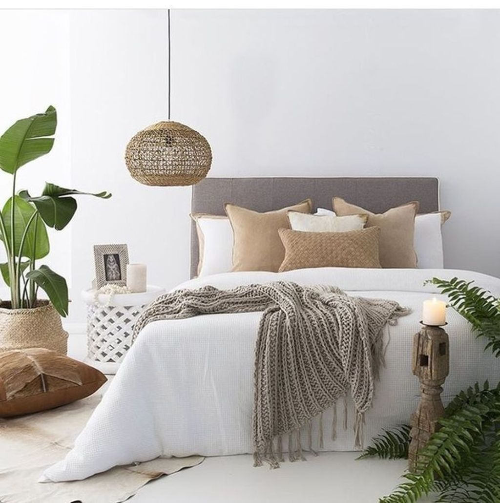 The Best White Master Bedroom Design And Decoration Ideas 19