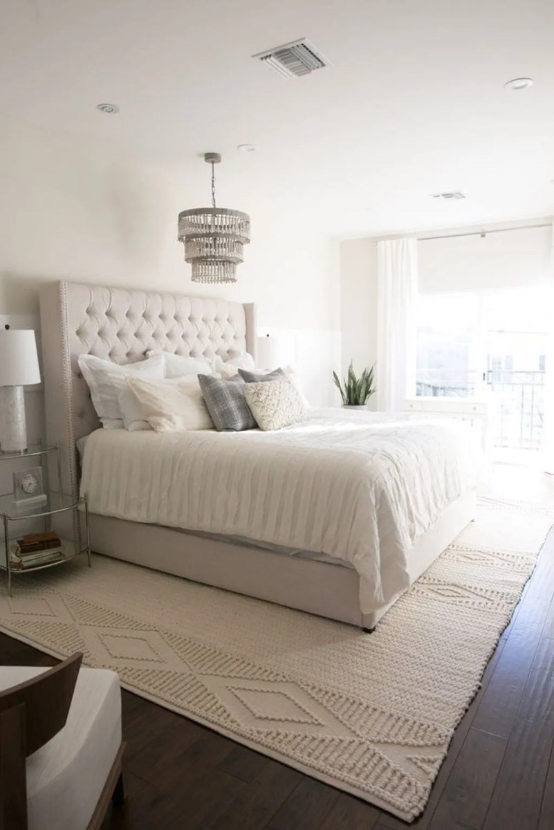 The Best White Master Bedroom Design And Decoration Ideas 21