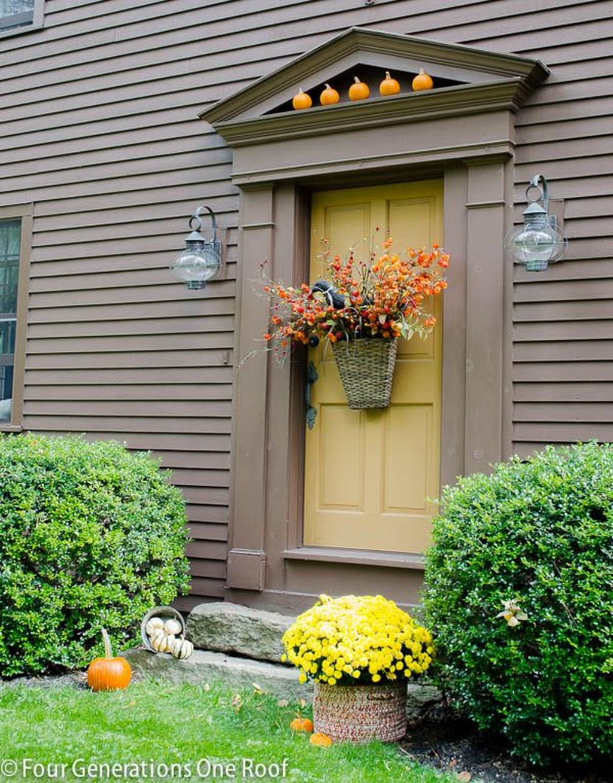 Inspiring Thanksgiving Front Door Decor Ideas 08