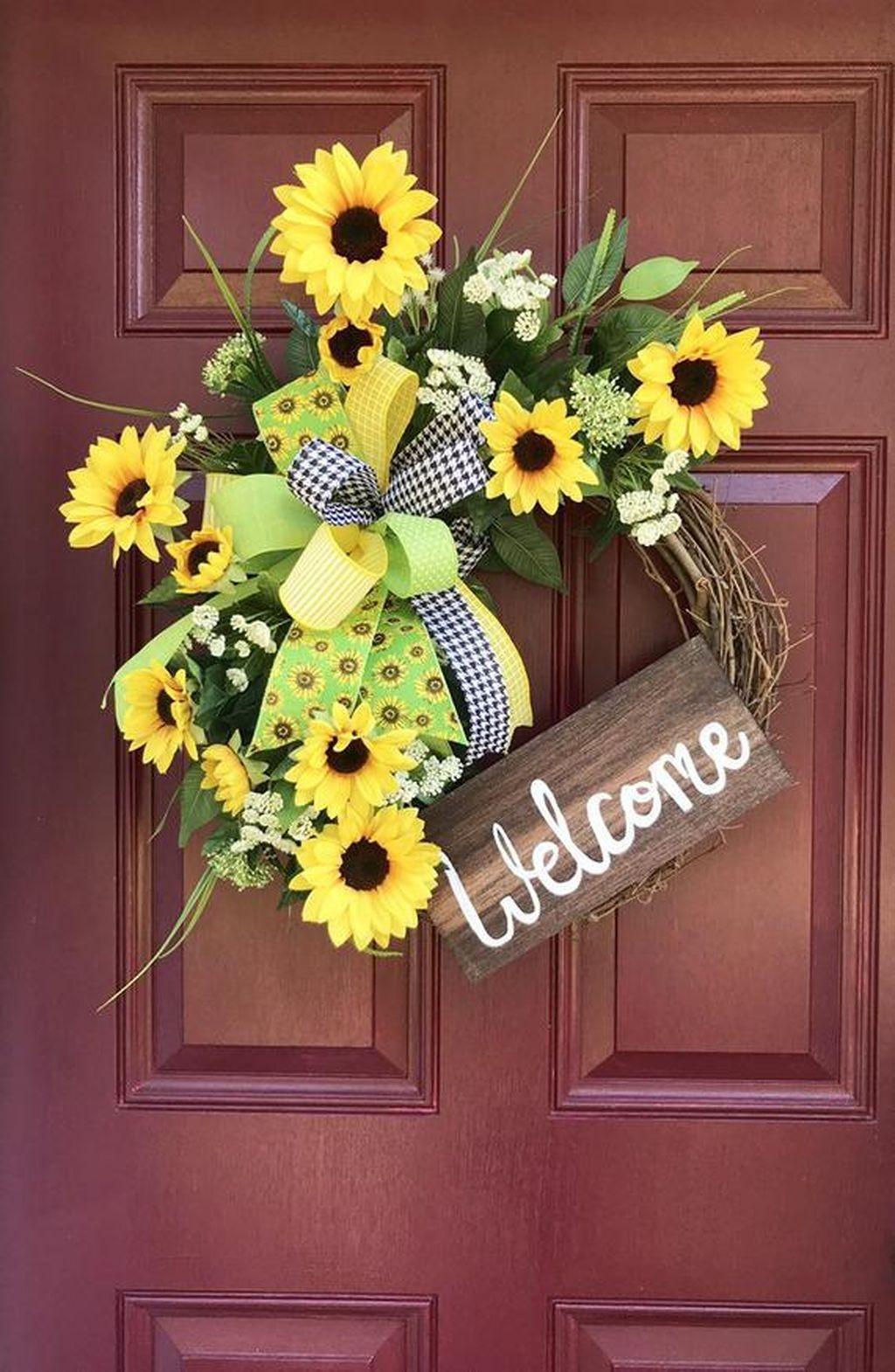Inspiring Thanksgiving Front Door Decor Ideas 09