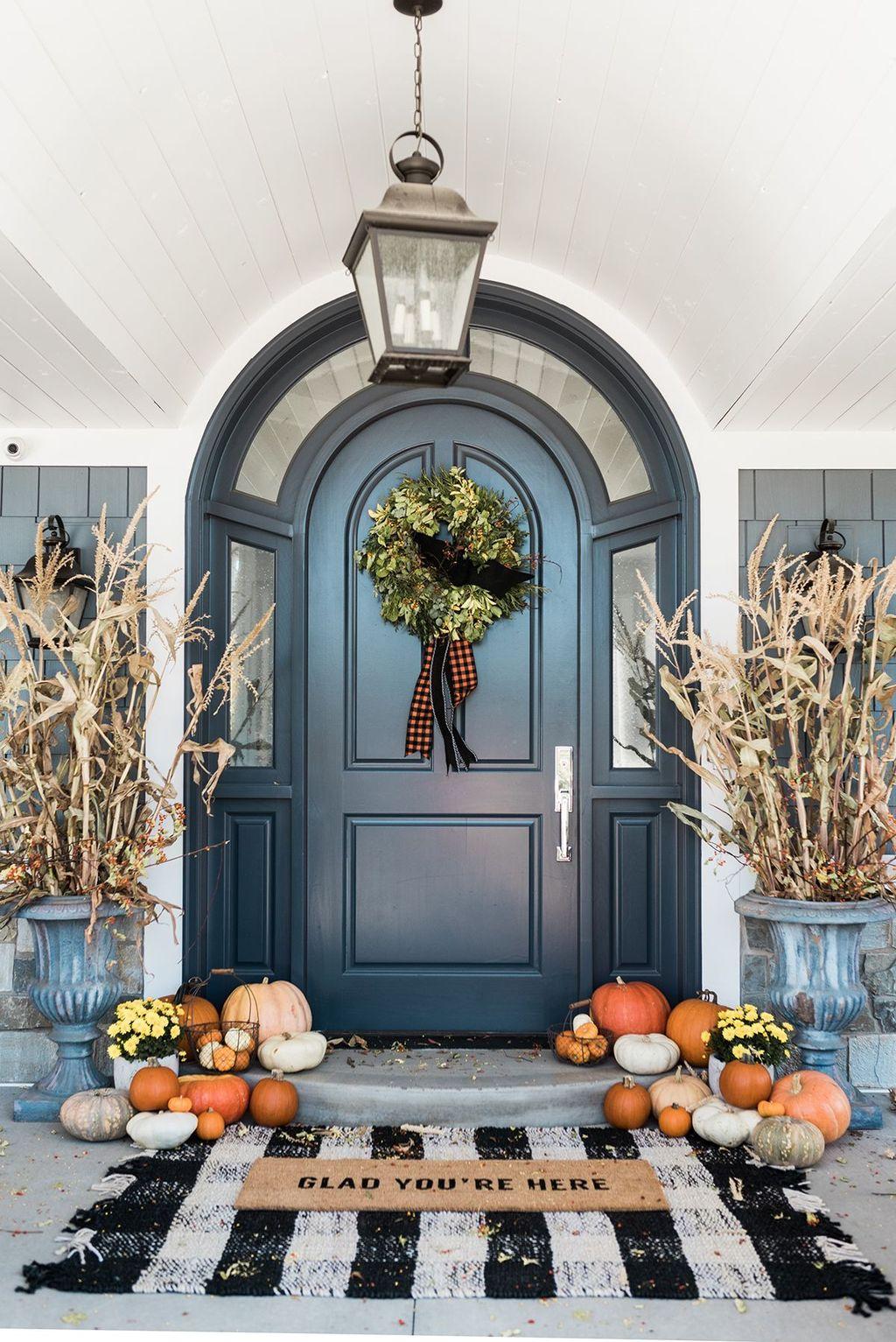 Inspiring Thanksgiving Front Door Decor Ideas 17