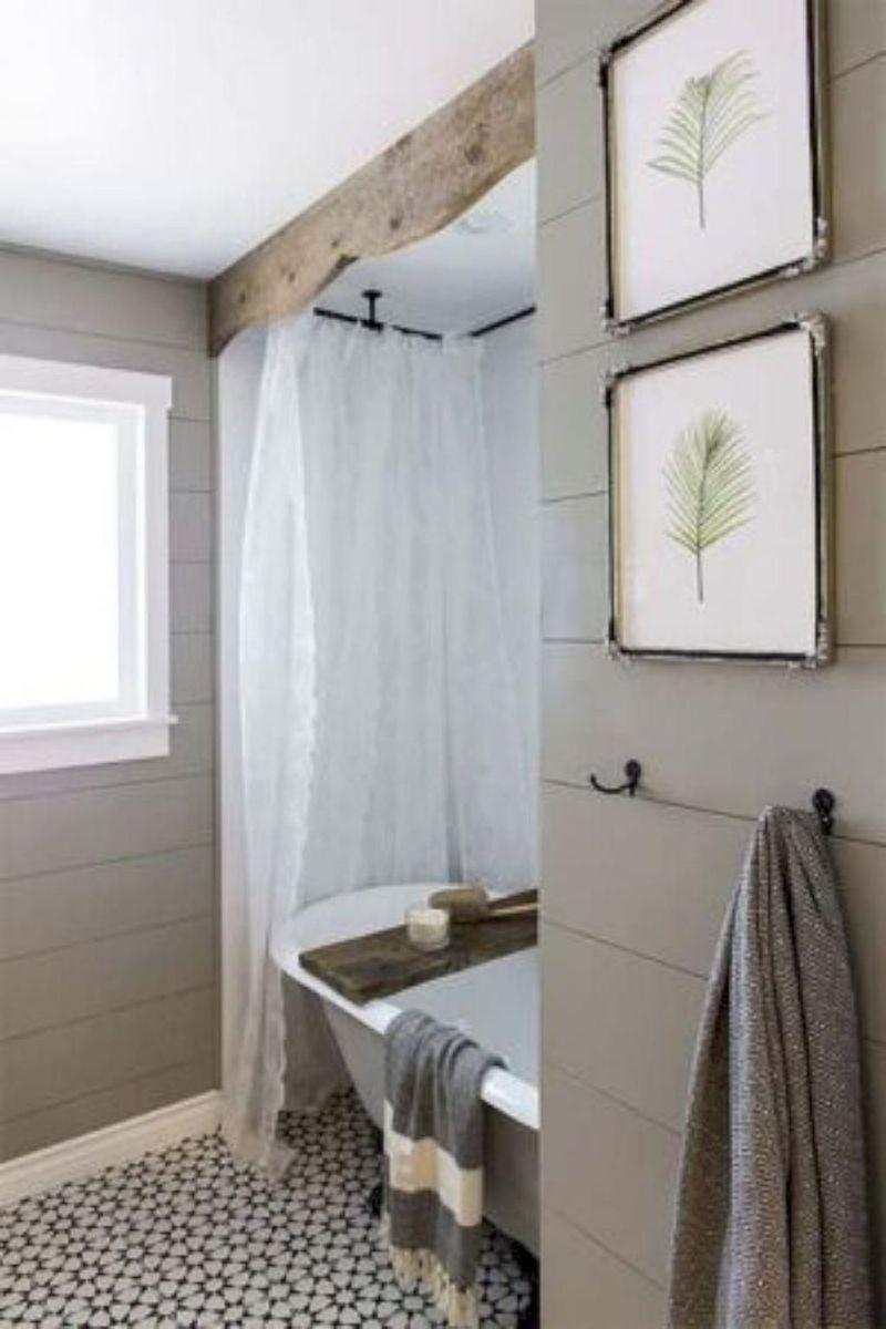 Lovely Relaxing Farmhouse Bathroom Decor Ideas 24