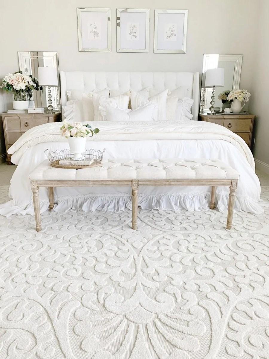 Popular White Master Bedroom Furniture Ideas 15