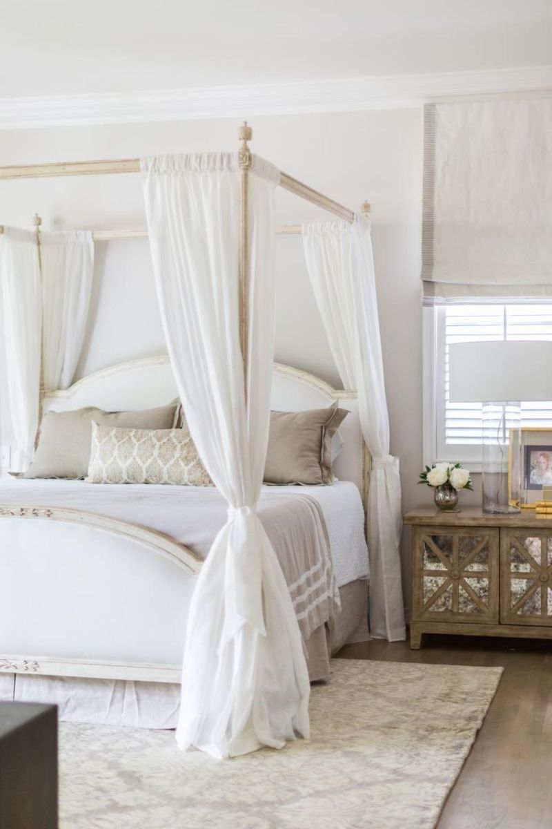 Popular White Master Bedroom Furniture Ideas 20