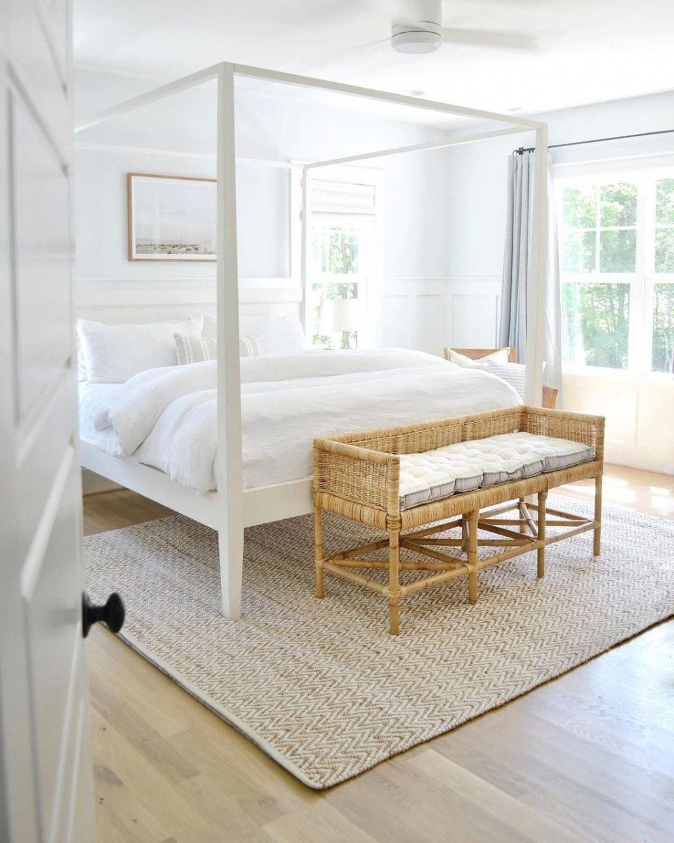 Popular White Master Bedroom Furniture Ideas 28