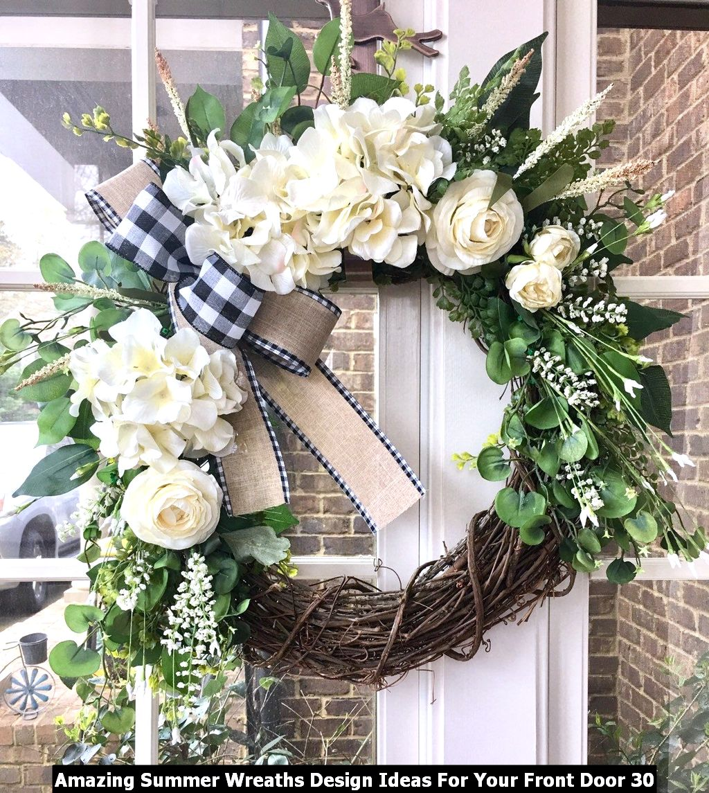 Amazing Summer Wreaths Design Ideas For Your Front Door 30