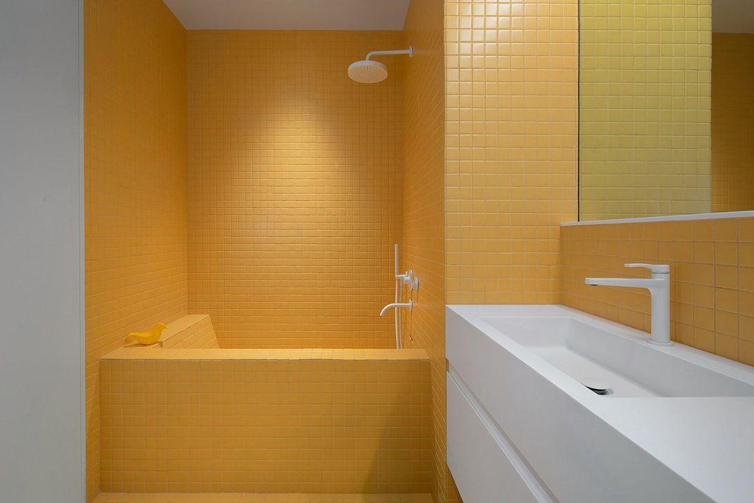 Creative Sunny Yellow Bathroom Decor For Summer 06