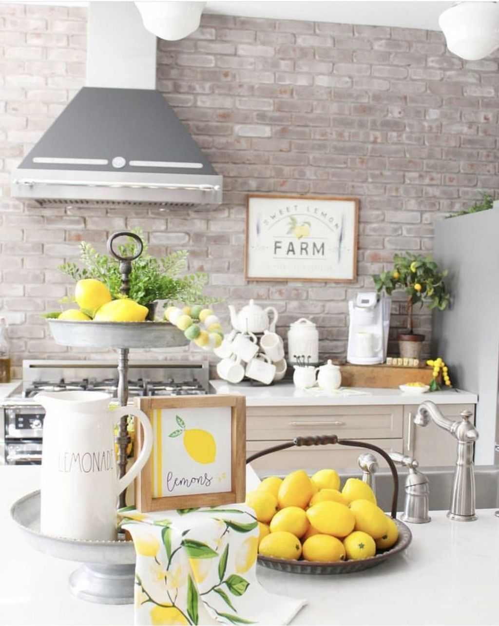 Fabulous Summer Farmhouse Decor Ideas You Will Love 18