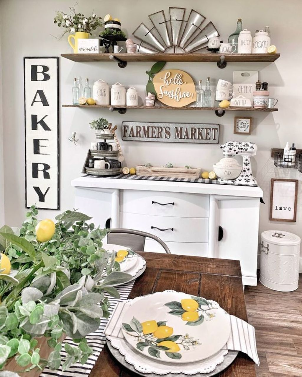 Fabulous Summer Farmhouse Decor Ideas You Will Love 39