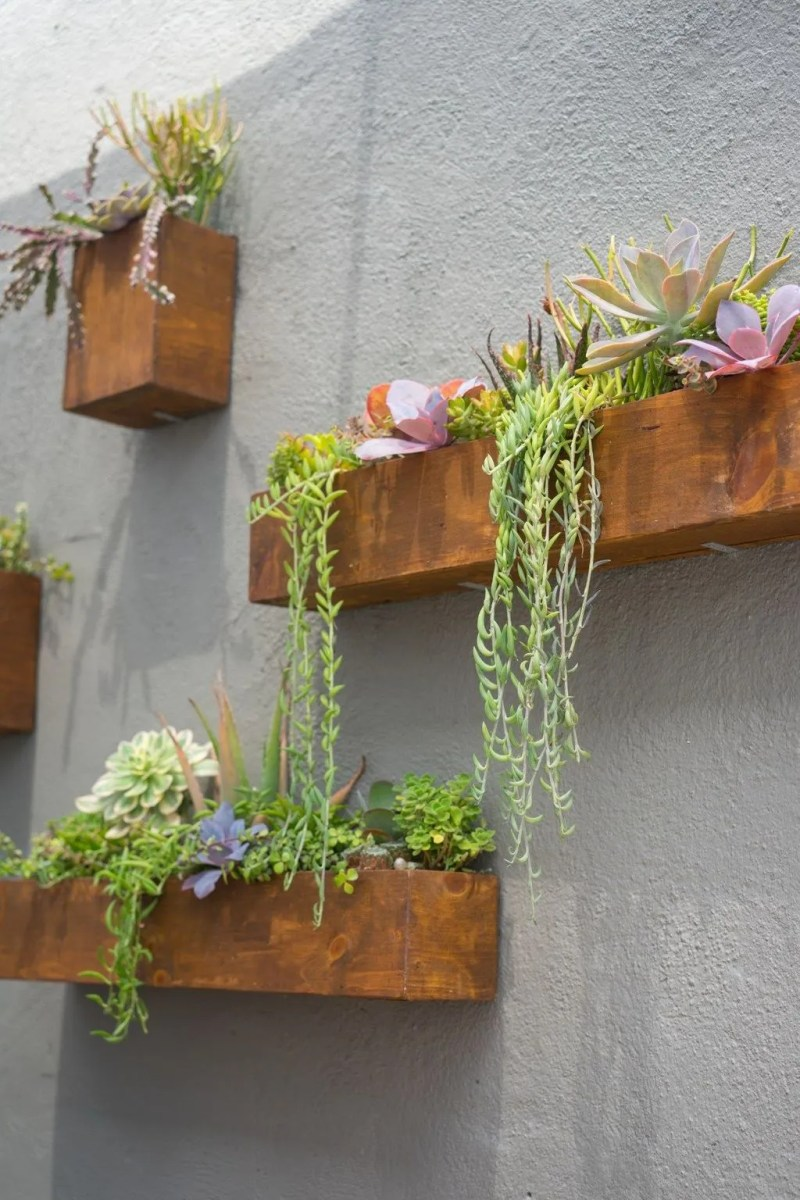 Nice Vertical Garden Wall Decor Ideas Look Beautiful 21