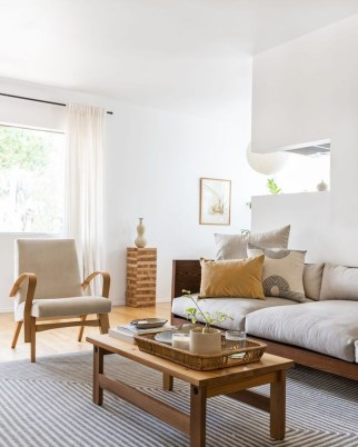 Affordable Living Room Summer Decorating Ideas 06