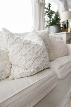 Adorable Pillows Decoration Ideas To Not Miss Today 17