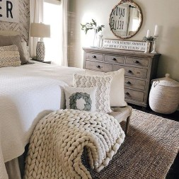 Lovely Bedroom Decor Ideas For Small Apartment 05