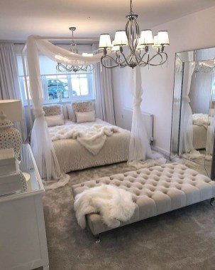 Lovely Bedroom Decor Ideas For Small Apartment 18