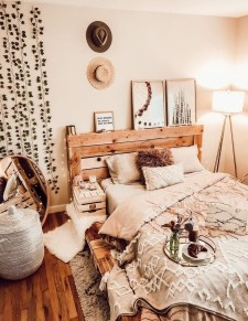 Lovely Bedroom Decor Ideas For Small Apartment 20
