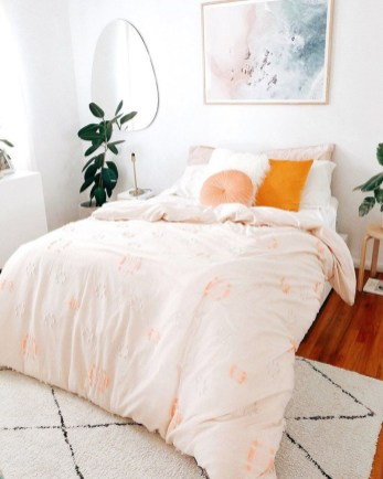 Lovely Bedroom Decor Ideas For Small Apartment 34