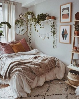Lovely Bedroom Decor Ideas For Small Apartment 41