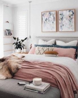 Lovely Bedroom Decor Ideas For Small Apartment 42