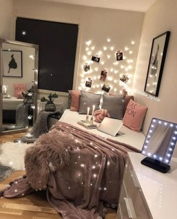 Lovely Bedroom Decor Ideas For Small Apartment 49