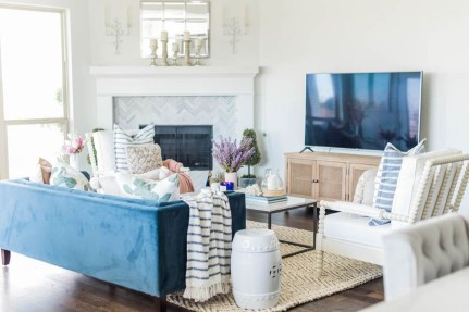 Lovely Colorful Living Room Decor Ideas For Summer 25