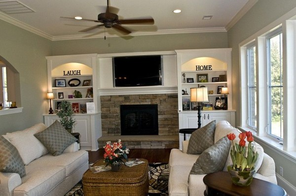 Pretty Bookshelves Design Ideas For Your Family Room 32