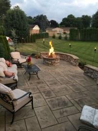 Pretty Frontyard Landscaping Design Ideas 11