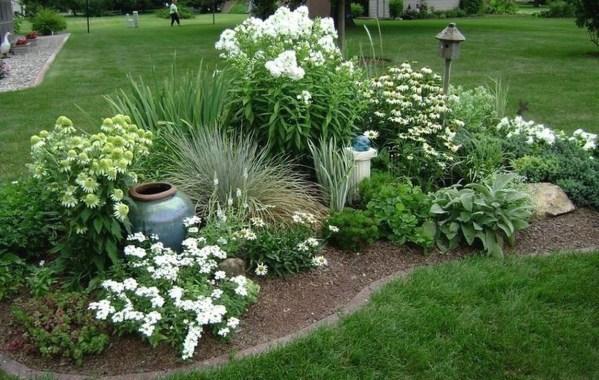 Pretty Frontyard Landscaping Design Ideas 19