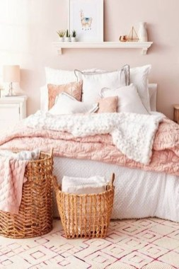 Stylish Bedroom Decoration Ideas For Your Apartment 32