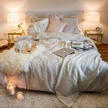 Stylish Bedroom Decoration Ideas For Your Apartment 40