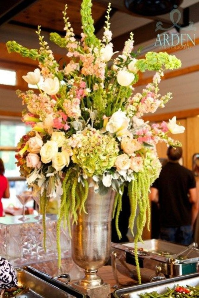Cool Floral Arrangement Ideas To Beautify Your Room 18