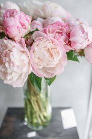 Cool Floral Arrangement Ideas To Beautify Your Room 34