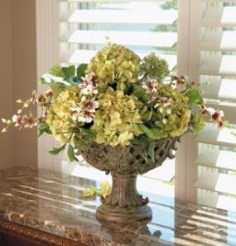 Cool Floral Arrangement Ideas To Beautify Your Room 46