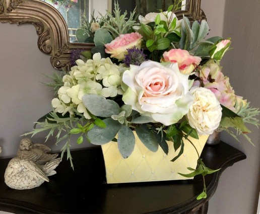 Cool Floral Arrangement Ideas To Beautify Your Room 57