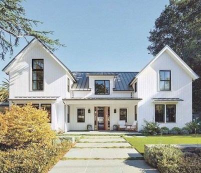 Incredible Farmhouse Exterior Design Ideas To Try 03