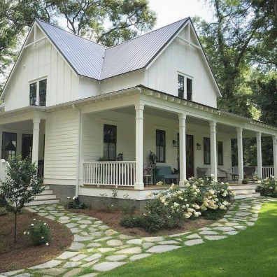 Incredible Farmhouse Exterior Design Ideas To Try 22