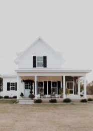 Incredible Farmhouse Exterior Design Ideas To Try 49