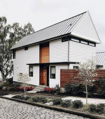Incredible Farmhouse Exterior Design Ideas To Try 56