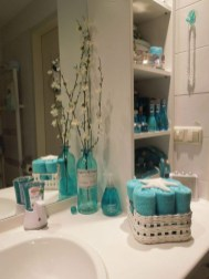 Inspiring Bathroom Decor Ideas With Turquoise Color To Consider 20