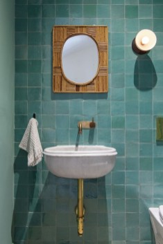 Inspiring Bathroom Decor Ideas With Turquoise Color To Consider 24