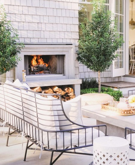 Pretty Seating Area Ideas With Outside Fireplace 14